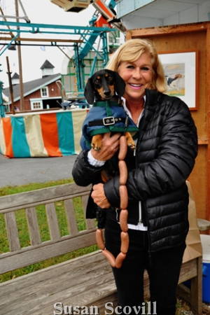 9. Barbara McGinnis brought her Daschhound, Chubb who loved being in photos!
