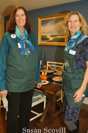 Main Line Committee member Diane Rotwitt and Philadelphia Orchestra staff member Dorothy Byrne led guests to the kitchen of this lovely home.