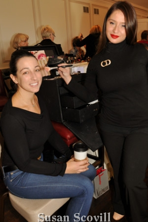 4. Laura Wagoner enjoyed a touch-up by makerup and Dior makeup artist Vitoria Gallelli
