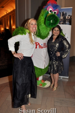 &. Jaimi Blackburn and Jennifer Robinson shared a moment with the Phillie Phanatic.