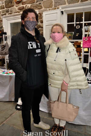 7. Eamonn and Lynn O'Shea enjoyed a day of shopping at the Holiday Boutique event.