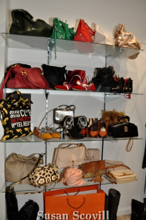 The items sold at Rachelle are new or gently used and are current looks