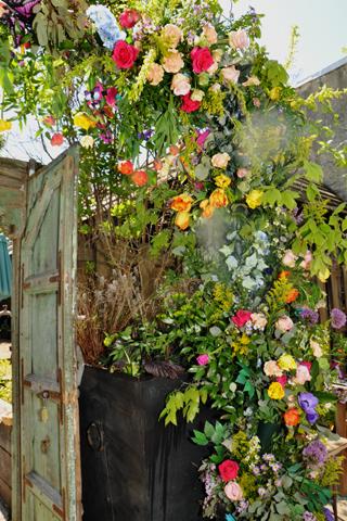 a beautiful flower arrangement adorend the entrqance to the Pop-up Garden in South Philadelpgua