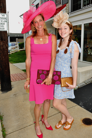 3.Amy Holzapfel and her daughter Charlotte won their category.