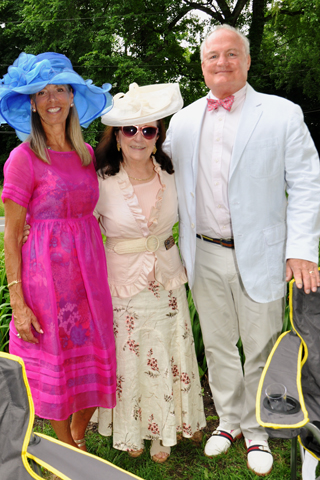 8. Susan and Joe Donohoe chatted with Livia Klaus (center) at the event.