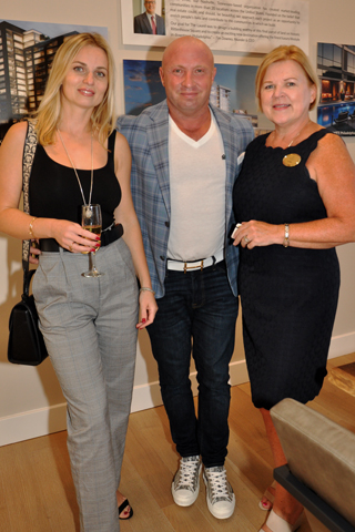 6. Ksenia and Gary Shusman chatted with Eva Walker.