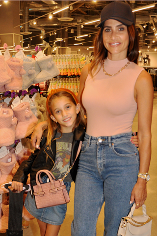 6. Alisa Frederico and her daughter Francesca enjoyed shopping at the event!